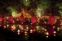 Yi Peng Loy Krathong Ceremony, Chiang Mai, Thailand (klauslang99) Tags: yipengloykrathongceremony chiangmai thailand buddhism monks travel klauslang cabdles religion