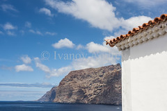 Blue sky (Ivanov Andrey) Tags: mountain house wall roof tile hill slope cliff sky clouds horizon island sun sunrise blue sea ocean water sand beach black wave surf surge tide foam coast coastline landscape perspective ascent descent shadow mountainrange mountainpeak nature travel tourism spain canaryislands tenerife