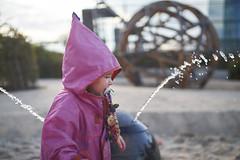 Wasser-Fest (svnessen) Tags: stephanvonnessen fuji xt1 contax zeiss 35 14 metabones speedbooster ezb bokeh distagon t wasserfest frankfurt finkid