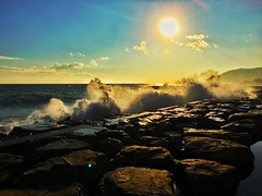 Windy instant ... (Navis06) Tags: eau vagues waves stones rochers water sea vent wind bleu blue paysage italie sanremo reflets soleil sun sky nuages clouds agite