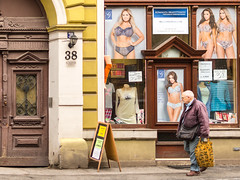 Komnata (Joheina Hamami) Tags: nikon 5500 best camera prime lens 35mm 50mm 18 world street photography strasenfotografie city snap portrait flick joheina hamami bydgoszsc bromberg poland