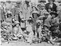 #Group of children and adults sitting and standing around Warren G. Harding's dog, Laddie Boy, at the White House Easter egg roll, April 2, 1923 [907x681] #history #retro #vintage #dh #HistoryPorn http://ift.tt/2gfPo1s (Histolines) Tags: histolines history timeline retro vinatage group children adults sitting standing around warren g hardings dog laddie boy white house easter egg roll april 2 1923 907x681 vintage dh historyporn httpifttt2gfpo1s