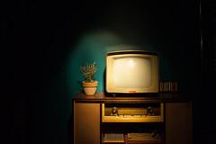 Vintage TV in the dark (clémenceparodi) Tags: interieur vintage tv obscur