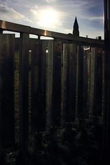 Lichtkinetische Spirale (20) (Rdiger Stehn) Tags: kiel 2016 europa kunst skulptur mitteleuropa deutschland germany norddeutschland schleswigholstein innenstadt stadtmitte bauwerk stadt profankunst kunstwerk bronzestatue plastik metall edelstahl johannespeterhlzinger kleinerkiel hermanngoepfert windkinetischeplastik 2000er kinetischekunst spirale lohnpreisspirale canoneos550d 2000s kieldamperhof lichtwirdobjekt reflektion