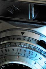 Pfeil #Arrow #MacroMonday (FrauN.ausD.) Tags: agfa objektiv pfeil arrow fotoapparat kamera camera oldtimer colorsolinar made germany macromonday silette sl