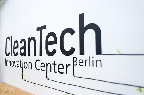 CIC Logo Eingangsbereich Foto: Ole Bader