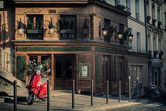 Restaurant (sebastienloppin) Tags: old paris color architecture canon lens restaurant m42 bâtiment couleur japanlens oldlens 450d lerelaisdelabutte