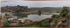 Vistas desde las Cuevas Badami (Fotocruzm) Tags: india karnataka badami hinduismo chalukyas vatapi rupiaindia fotocruzm mcruzmatia vistasdesdelascuevasbadami