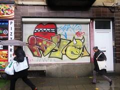 Idiot / Bruxelles - 19 okt 2016 (Ferdinand 'Ferre' Feys) Tags: bxl brussels bruxelles brussel belgium belgique belgi streetart artdelarue graffitiart graffiti graff urbanart urbanarte arteurbano idiot idio