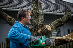 Wood-cutting (Zsombor34) Tags: woodcutting sawdust moment snapshot chainsaw man house