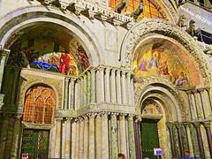 Venecia-16 detalles de la catedral (ferlomu) Tags: arquitectura columna escultura ferlomu iglesia italia pintura venecia