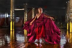 IMG_1005-le-18_04_2016-wat-thail-wattanaram-maesot-thailande-christophe-cochez-100D2rw (christophe cochez) Tags: thailand thailande maesot watthailwattanaram monk bonze myawadyy myanmar burma burmes birman birmanie religion travel voyage asie asia asian bouddhiste bouddhisme buddhist buddhism
