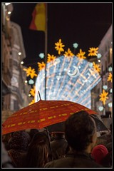 Spain (Ral Mena) Tags: lluvia rain navidad paragas umbrella luces encendido larios spain espaa christmas
