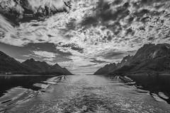 Norvegia - isole Lofoten (Emanuele bai) Tags: mare cielo lofoten montagna viaggio paesaggio norvegia isole