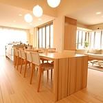 """国産材""""杉""""を活用する新しい住空間の写真"""