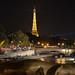 Paris : la Seine et la Tour Eiffel depuis le pont Alexandre III