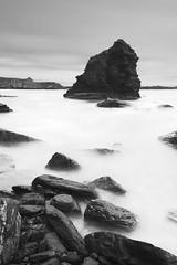 Dark Rock II (PLF Photographie) Tags: white black rock pose dark brittany long exposure noir bretagne sombre pointe blanc rocher crozon longue capucins
