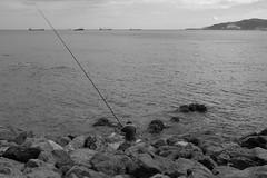 Paciencia B&N (Desde mi Fujifilm) (SerChaPer) Tags: fujifilmx100t monochrome monocromo blackandwhite blancoynegro ocean ocano pescar fishing piedras stones montehacho ceuta barcos boats