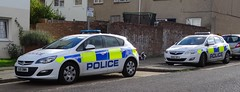 Bedfordshire Police (999 Response) Tags: ou15bwn ou62bfa luton bedfordshire police vauxhall astra