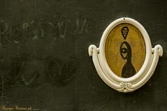 Stargate (LaKry*) Tags: muro wall wand cornice rahmen frame occhio auge eye oro gold berlin berlino kreuzberg