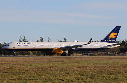 Icelandair Boeing 757-308(WL) TF-FIX 161029 ARN