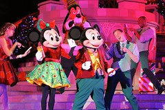 New phone, who dis? (jordanhall81) Tags: mickey mouse minnie mickeys most merriest celebration m3c mvmcp very merry christmas party show live stage performer character dancer entertainment magic kingdom mk walt disney world wdw theme park amusement orlando florida lake buena vista lbv vacation holiday