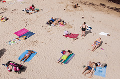 Tomar El Sol (Levan Kakabadze) Tags: españa sun beach spain streetphotography asturias llanes