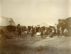 Distribution of rations in camp, c.1901.