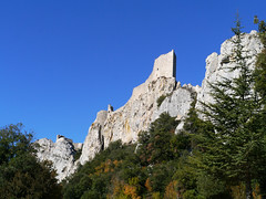 Chateau de Peyrepertuse (Niall Corbet) Tags: cliff mountain france castle fort chateau aude fortress roussillon languedoc peyrepertuse cathar