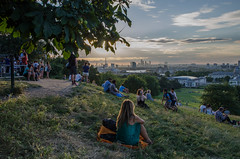 Sunset in Greenwich Park (Spannarama) Tags: greenwichpark london uk sunshine flare lowsun park blackheath people sitting view viewpoint hill leaves trees
