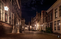 Dordrecht,....Hofstraat. (@FTW FoToWillem) Tags: city stad street stadsgezicht dordt dordrecht nederland netherlands holland hollanda holandes hollande holande avond avondfotografie avondopname night nightshot nightphoto longexposure exposure houses straat straatverlichting historie architectuur architecture stone travel zuidholland old willemvernooy fotowillem ftw hofstraat nikon d7100 dutch town sluitertijd shutter