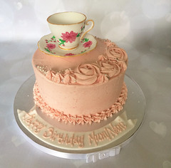 Tea cup buttercream cake