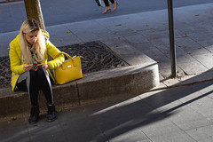 (pikeneuy) Tags: canon 6d 50mm streetphotography street photographiederue jaune couleur poussin coco chaussure mode look shopping shoes