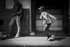 Bajo el Sol (sierramarcos14695) Tags: quetzaltenango guatemala minolta rokkor mc explorando ciudad niot nio trabajo democracia mercado xela monocromatico blancoy negro calle exploracion urabana sol mediodia luznatural infancia niez carga
