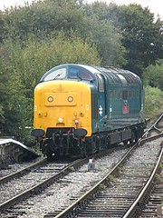 55019 Royal Highland Fusilier glides into North Weald, EOR Epping Ongar Railway 08.10.16 (Trevor Bruford) Tags: eor epping ongar heritage railway north weald br blue train diesel locomotive deltic d9019 9019 55019 royal highland fusilier napier ee english electric dps preservation society