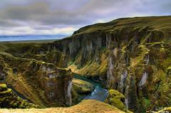Canyon de Fjadrargljufur (seven.bowix) Tags: montagne iceland pentax canyon nuages hdr islande aficionados sigmalens kirkjubjarklaustur fjarrgljfur pentaxlife fjadrargljufur photohdr sigma1770mmf284 fjar pentaxk5 rivirefjar canyonislandais canyonfjadrargljufur communekirkjubjarklaustur paysageislandais canyonnaturel
