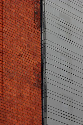 "Zwei Fassaden (01) • <a style=""font-size:0.8em;"" href=""http://www.flickr.com/photos/69570948@N04/21520330280/"" target=""_blank"">View on Flickr</a>"