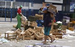 Caixotes em abundncia (PortalJornalismoESPM.SP) Tags: feira lixo sustentabilidade caixotes