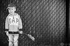 clture.branche (O-KLR Photographie) Tags: fence cloture branche branch posing pose smile sourire blackandwhite noiretblanc monochrome jeans gap happy heureux enfant kid child bw naturallight lumirenaturelle