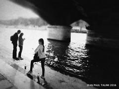 Jeux d'eau (JEAN PAUL TALIMI) Tags: talimi noiretblanc quai solitude paris iledefrance ville exterieur architecture pont pontiena statue silouettes seine riviere vieux