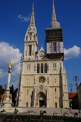 Catedral de Zagreb (2) / Croacia / Croatia [Explore 22-09-16] #415 (Ull mgic) Tags: zagreb croacia croatia catedral faana edifici arquitectura faanes gtic gtico nucliantic plaa plaza torre fuji xt1