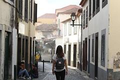 Recorriendo la capital (cangrejo fotografiador) Tags: funchal madeira portugal island town street city light canon 6d 85mm