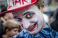 I55A1455-Redigera (michael.nilsson.se) Tags: malmfestivalen malm cosplay carneval sweden street streetphoto portrtt portrait performer performance people glamour costume comic posing masked model