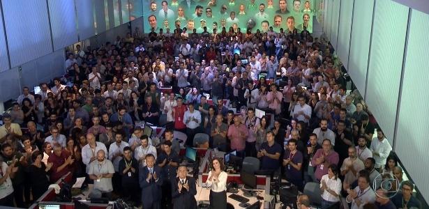 """""""Jornal Nacional"""" homenageia vítimas de acidente com um minuto de aplausos"""