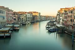 Amanecer desde el puente Rialto (thaisa1980) Tags: 2016 europe grandcanal italia italy venecia venice agua amanecer canal efectoseda europa grancanal silkeffect sunrise water rialto