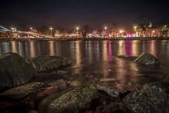 2016_11_20(01) (bas.handels) Tags: stad nacht nightshot zuidlimburg slowshutter longexpo longexposure maastricht limburg night water maas river sky city