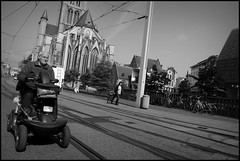 Gent (B) Catalonistraat - 2016/05/26 (Geert Haelterman) Tags: geert haelterman streetphotography straatfotografie photographiederue photoderue fotografadecalle fotografiadistrada strassenfotografie candid streetshot monochrome black white blackandwhite zwart wit belgium ghent gent gand fujifilm x10