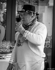 Bien et Bon (Frd.C) Tags: street beaune chapeau hat moustache france french