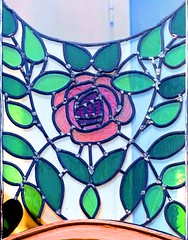 Barcelona - Valncia 213 c 5 (Arnim Schulz) Tags: modernisme modernismo barcelona artnouveau stilefloreale jugendstil catalua catalunya catalonia katalonien arquitectura architecture architektur building edificio btiment gebude spanien spain espagne espaa espanya belleepoque stained glass vidrieras vitralls vitrage vidrier vitrail glas glasfenster art arte kunst baukunst gaud liberty
