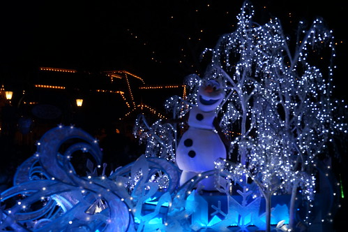 "Olaf in the Paint the Night Parade. • <a style=""font-size:0.8em;"" href=""http://www.flickr.com/photos/28558260@N04/20695670031/"" target=""_blank"">View on Flickr</a>"